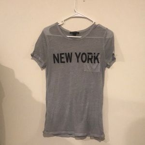 A gray 'New York' Forever 21 t-shirt
